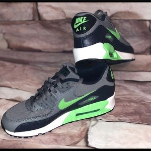 ✨YOUTH SIZE 5.5 NIKE AIRMAX 90 ATHLETIC SHOES